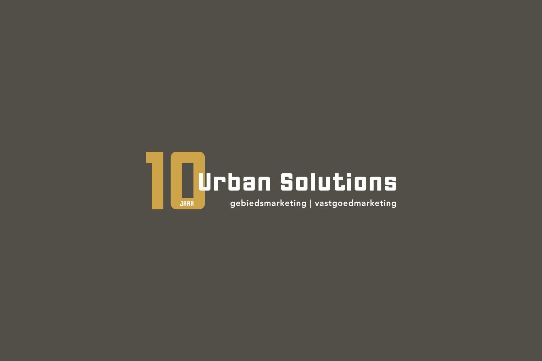 Logo 10 jaar © Urban Solutions gebiedsmarketing I vastgoedmarketing